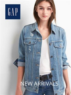 Clothes, shoes & accessories offers in the GAP catalogue in Singapore