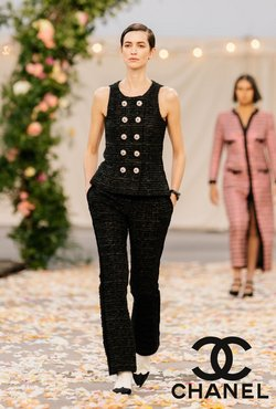 Chanel catalogue Marina Bay Sands in Singapore ( More than a month )